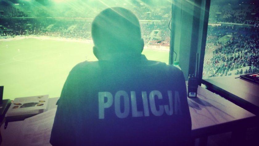 Policjant na stadionie