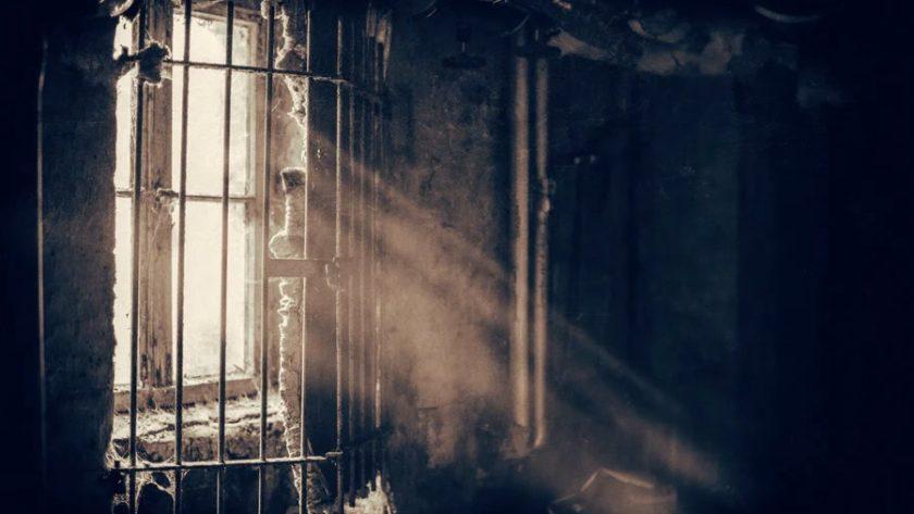 więzienne okno