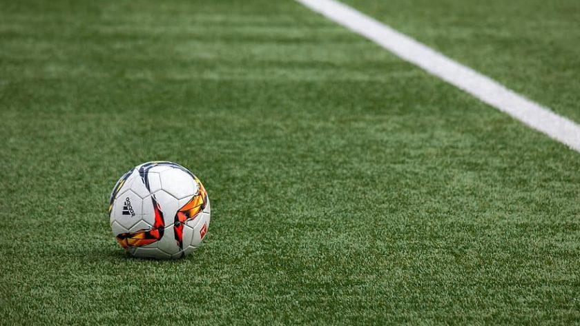 piłka nożna na murawie
